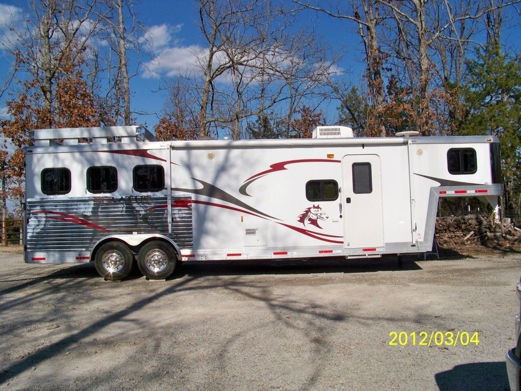 Horse Trailer with Living Quarters 3 Horse Slant 2009 Bison Stratus